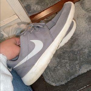 Gray Nike Roshe 1